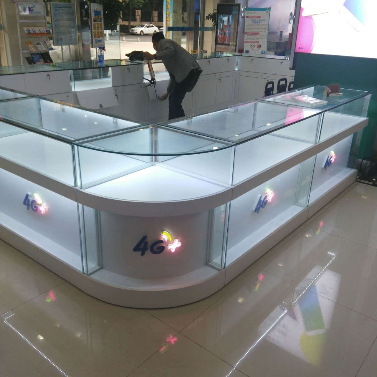 Customized mobile phone display counter for mobile phone shop decoration